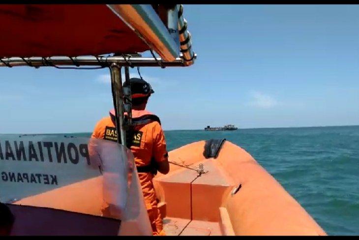 Vessel with 25 passengers aboard sinks on Ketapang waters