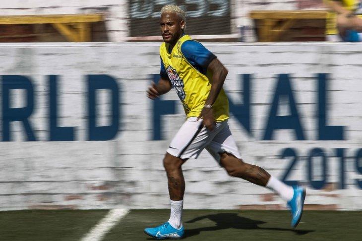 Neymar kembali berlatih dengan PSG