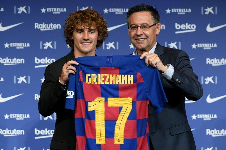 Meneteskan air mata, ekspresi kebahagiaan Griezmann gabung Barcelona