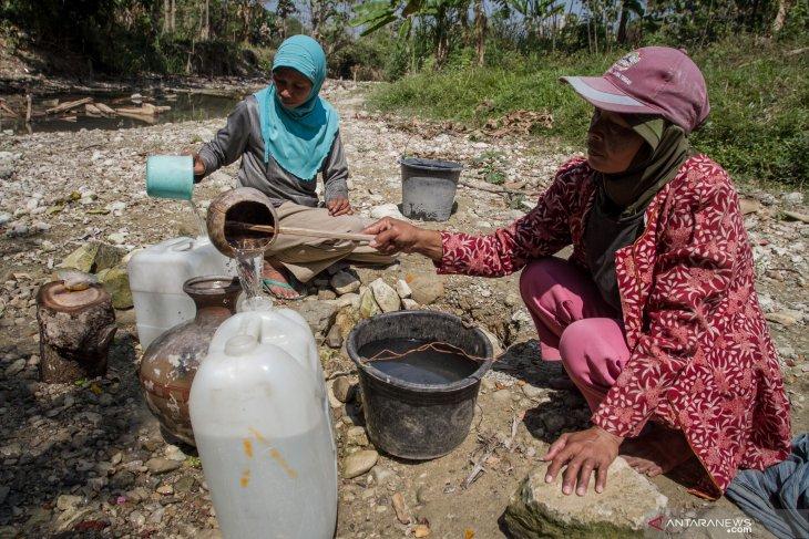 Miris, seribuan KK di Jabar terpaksa manfaatkan air keruh