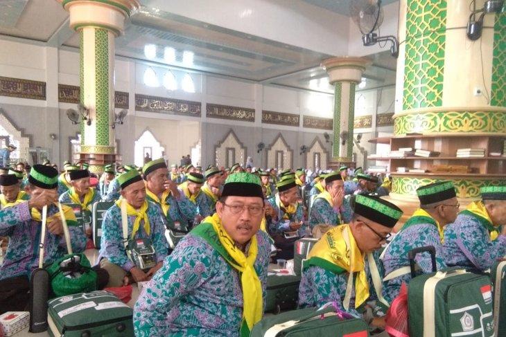 Dua calon haji asal Kepri gabung rombongan asal Sambas
