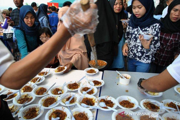 Festival Kuliner 4000 porsi tauge goreng gratis