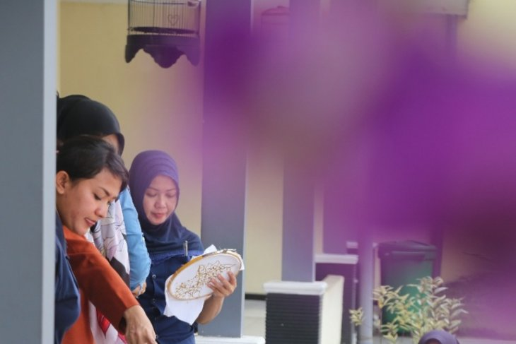 Mobil KaCa UMM sambangi lapas wanita Malang