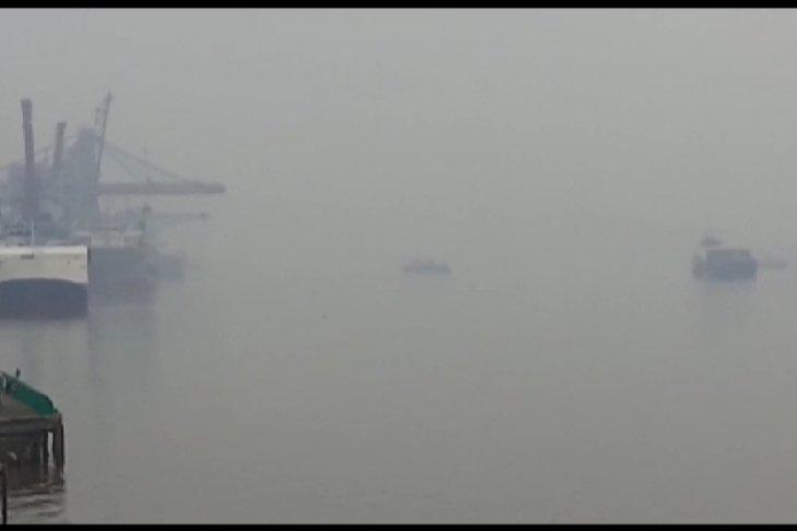 Jarak pandang di jalur Mempawah-Pontianak pagi hari mulai pendek dampak kabut asap