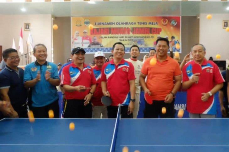 Forkopimda Muarojambi bertanding di turnamen tenis meja