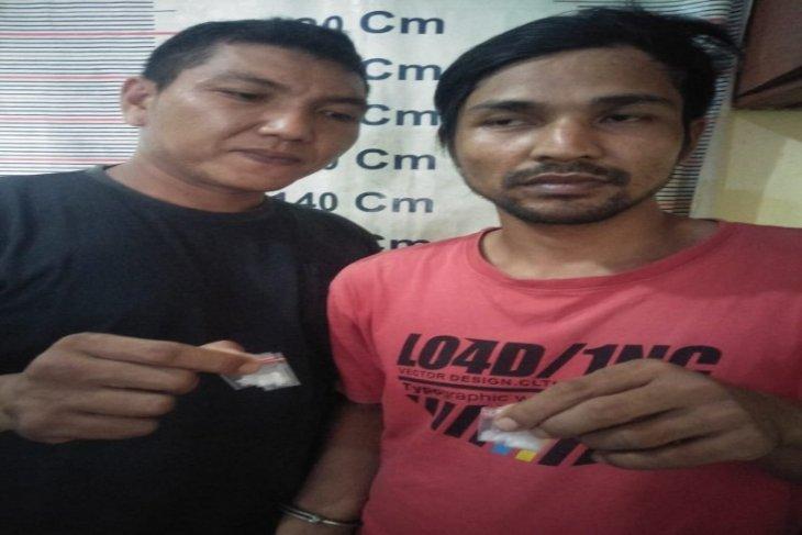 Polsek Tanjungpura Langkat ringkus pemilik narkotika dari dalam kamar