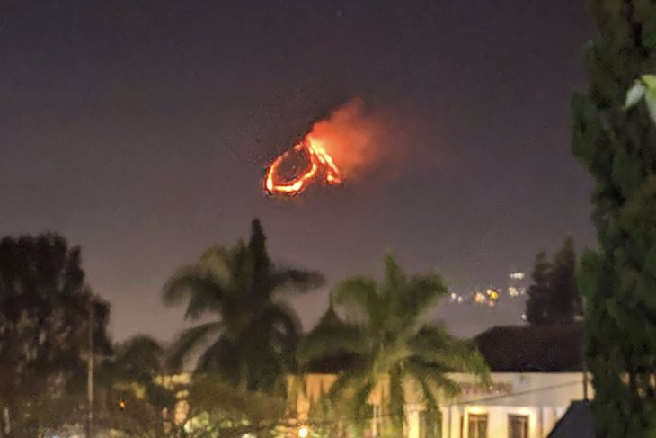 Huge fire ravages forest area of  Kota Batu's Mt Panderman