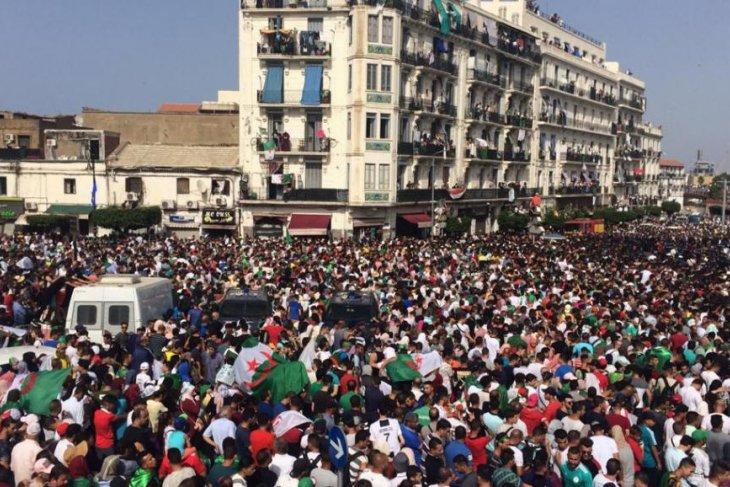 Timnas Aljazair pulang disambut seperti pahlawan