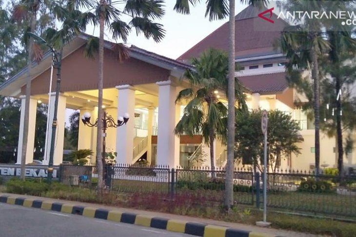DPRD Bekasi beri batas waktu  hingga Rabu Bupati serahkan rekom cawabup