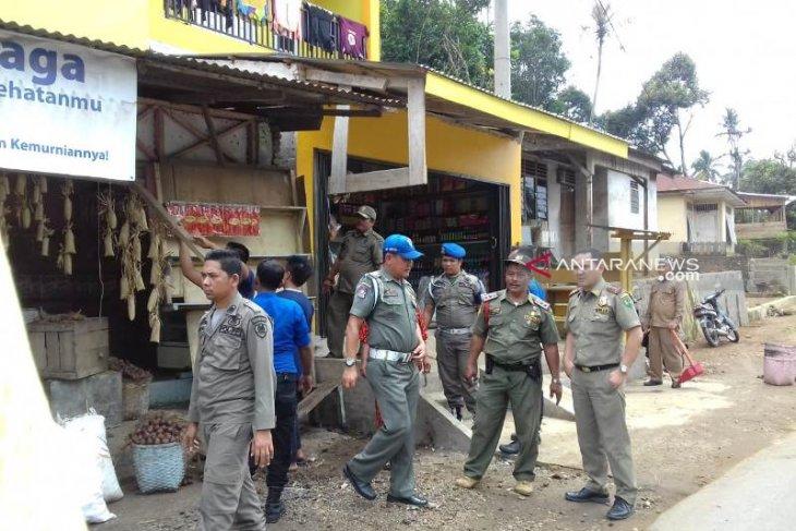 Satpol PP bersihkan trotoar Pal XI dari pedagang kaki lima