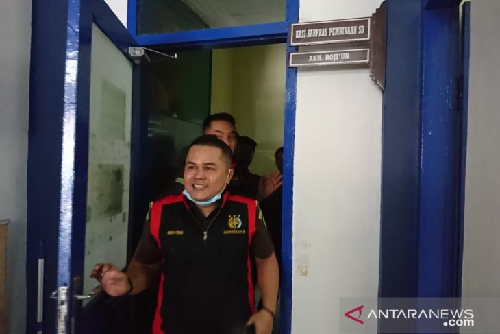 Penyidik kejaksaan geledah ruang kerja Kasi Sarpras Disdik Sampang