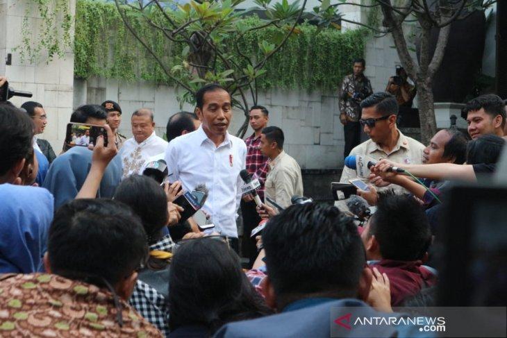 Prabowo, Megawati meeting was between old friends: Jokowi