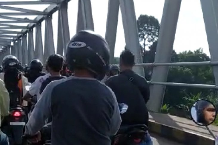 Terjadi kemacetan di Jembatan Kapuas II