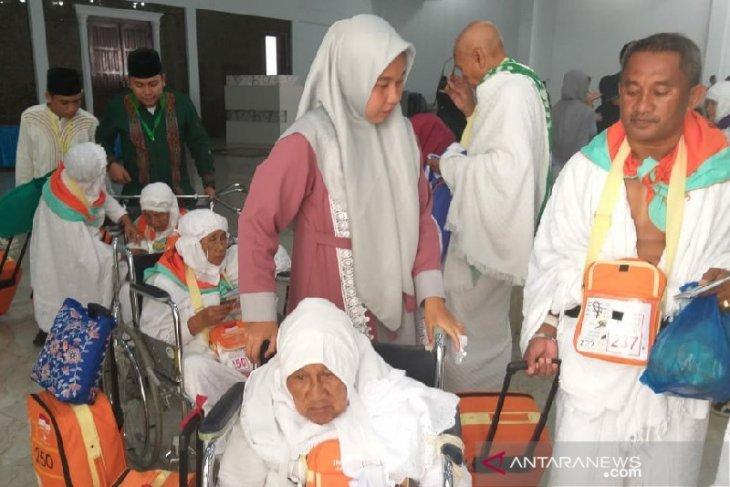 Dua calhaj asal Mandailing Natal ditunda ke Mekkah karena sakit