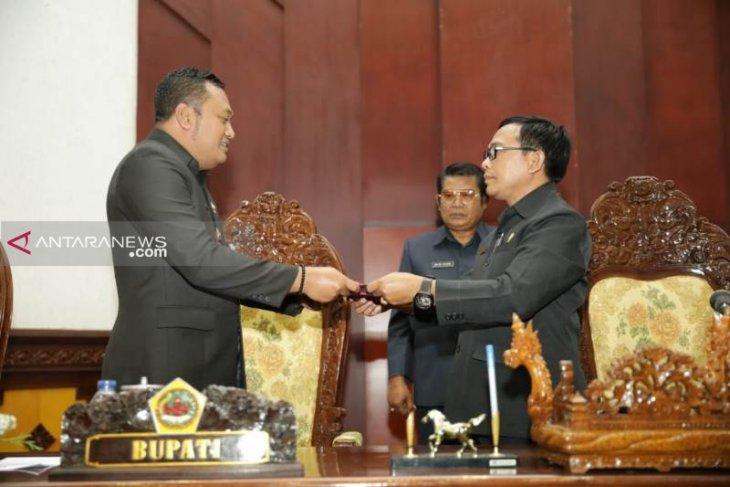 DPRD Gianyar tetapkan dua Ranperda menjadi Perda