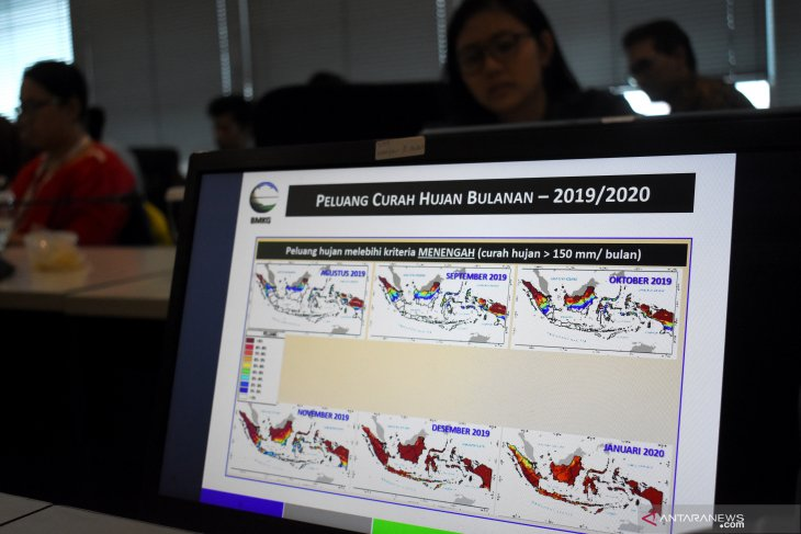 Five provinces declare emergency status for land and forest fires