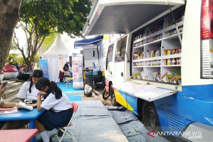 DPAD mengoperasikan dua mobil perpustakaan di Festival Cisadane