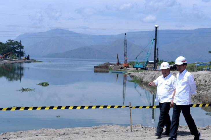 Jokowi to transform Lake Toba into tourist spot