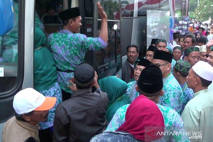 Bupati Cellica minta jamaah haji doakan Karawang