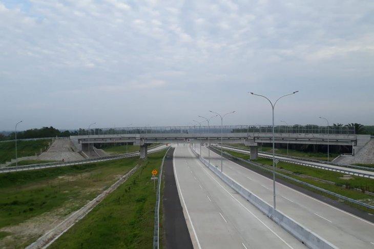 Pembangunan Tol Kuala Tanjung-Parapat tingkatkan  konektivitas Toba