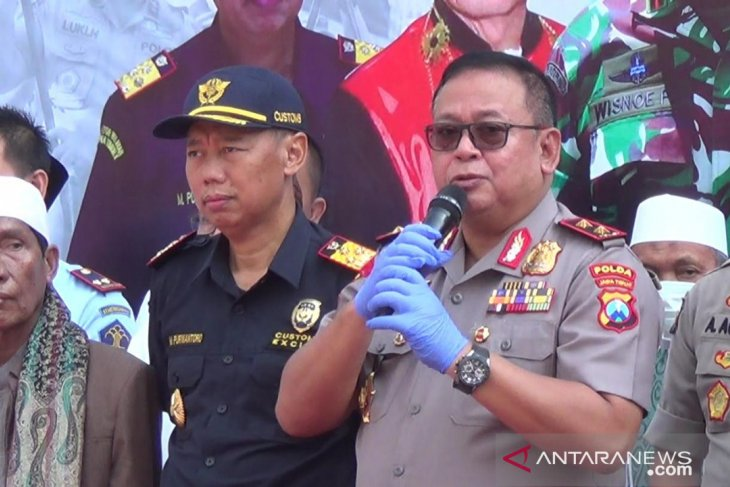 E Java policemen involved in drug ring: police