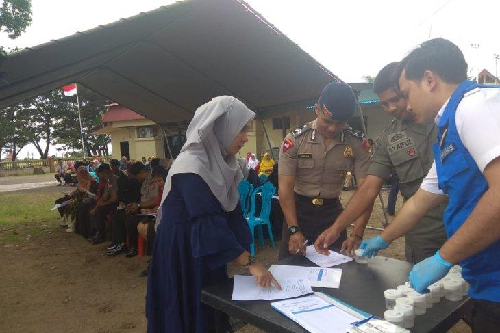 12 pasangan calon pengantin anggota Brimob Polda Malut tes urine
