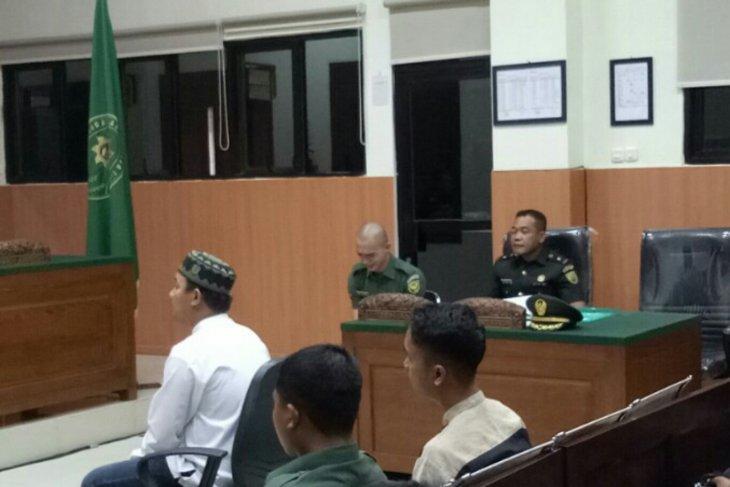 Jalani sidang perdana, oknum TNI pelaku mutilasi di Sumsel menangis