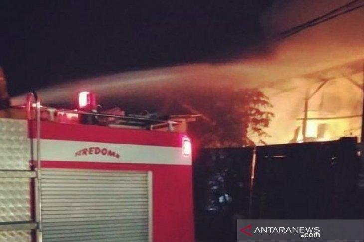 Gudang PT Kemas Perdana Internasional di Sidoarjo dilalap api
