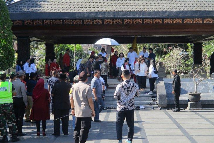 Megawati ziarah makam Bung Karno jelang kongres PDIP di Bali