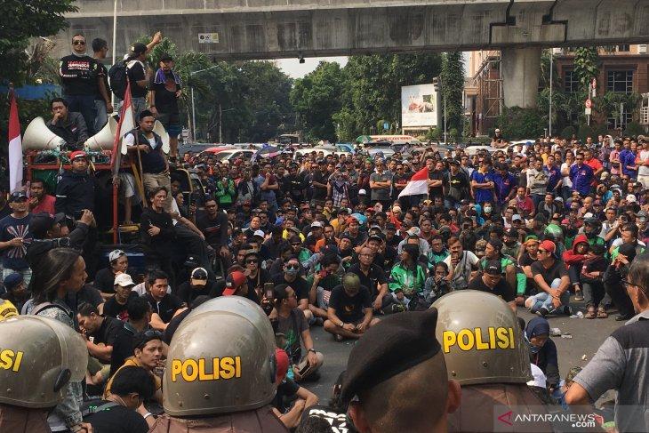 Gojek respon tuntutan para pengemudi yang demo