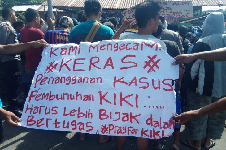 Massa desak hukuman mati bagi pembunuh Kiki