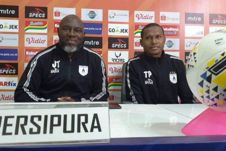 Pelatih Persipura Jayapura Jacksen F Tiago tak mau remehkan kekuatan Arema FC