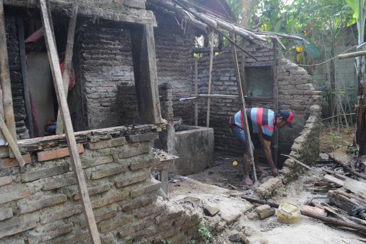 63 bangunan rusak  di Lebak akibat gempa Pandeglang