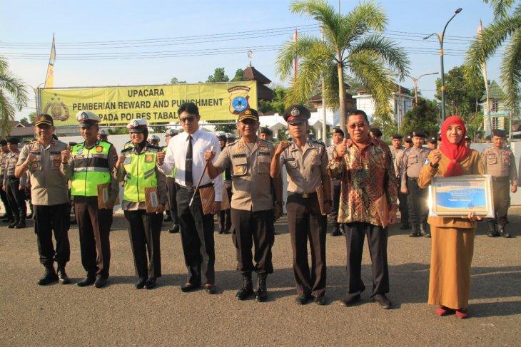 Empat anggota Polres Tabalong terima penghargaan