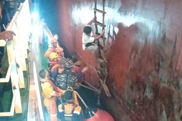 Basarnas Ternate evakuasi kapal tenggelam di perairan Malut