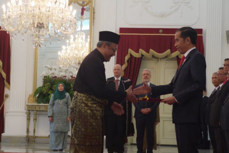 President Widodo meets with 12 new ambassadors