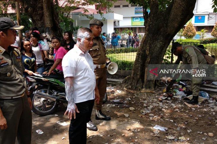 Kasatpol PP Kota Medan disiram pedagang dengan air panas