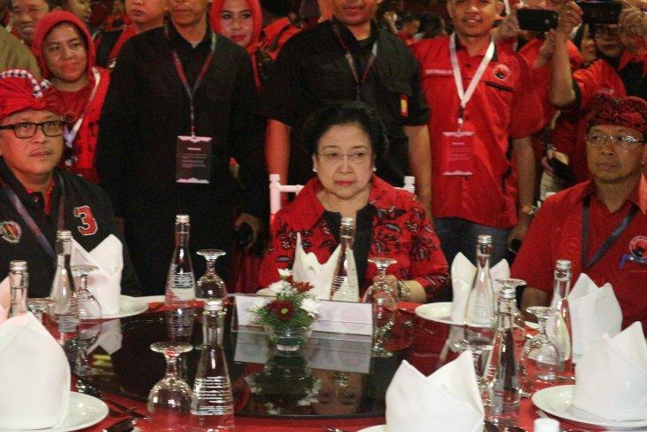 Megawati orders her cadres to respect Prabowo at PDIP's congress