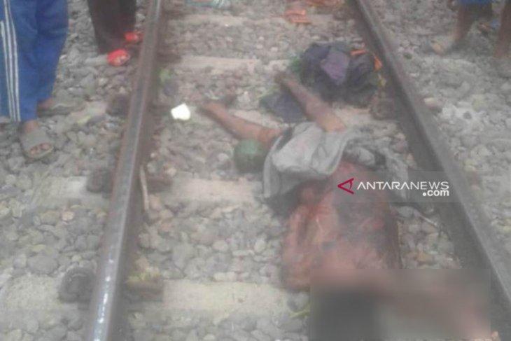 Pria tidak dikenal diduga menjadi korban tertabrak kereta api di Rejang Lebong