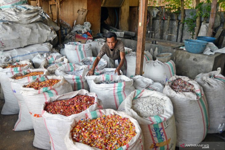 COVID-19: Plastic recycling industry laid off 63 thousand workers