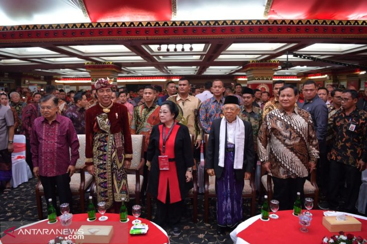 Jokowi, Prabowo attend opening ceremony of PDIP national congress