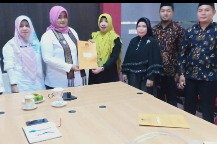 KPU Sambas serahkan berkas pelantikan caleg terpilih
