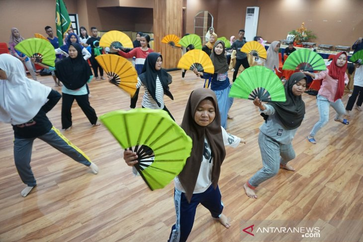 Peserta SMN di Gorontalo belajar tarian Saronde
