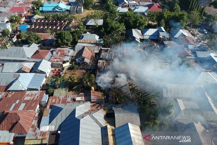 Kebakaran enam rumah di Liluwo diduga akibat api dari tungku