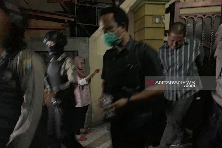 KPK amankan barang bukti dari dua mantan pejabat Pemprov Jatim