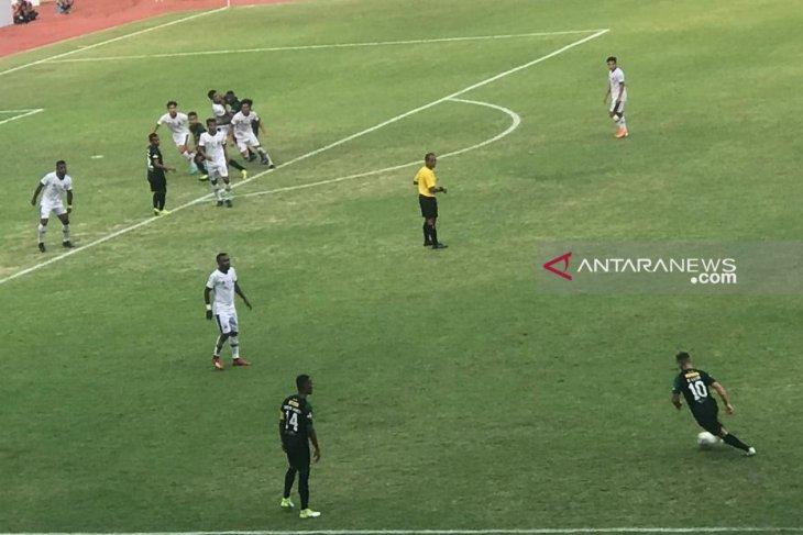 Persebaya ditahan imbang oleh Madura United 2-2