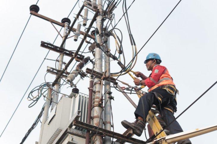 Kabel gosong, PLN Sekadau minta maaf listrik Sungai Ayak padam