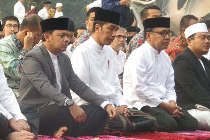 President performs Idul Adha prayers  at Bogor Botanical Garden