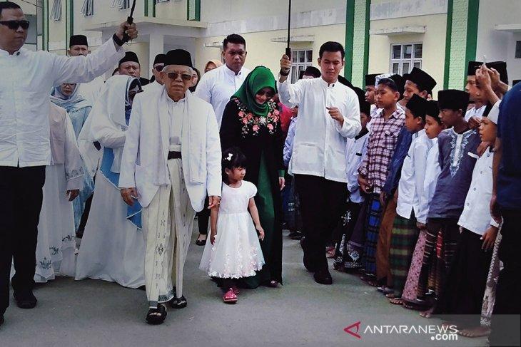 Gelar Open House di Tanara, Cawapres Ma'ruf Amin Potong Kurban 11 Ekor Sapi