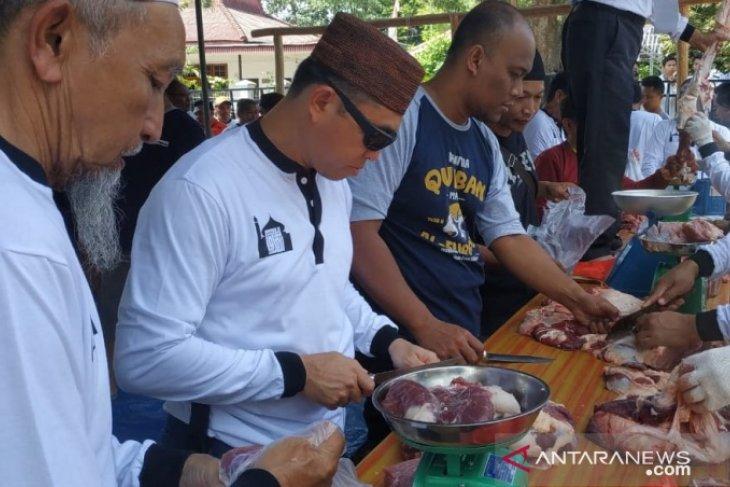 Masjid Al Furqon bagikan 2.000 kantong daging kurban